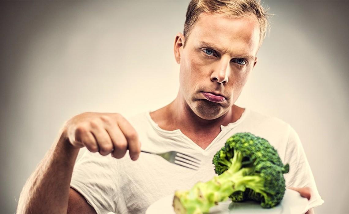 продукты ест мужчина
