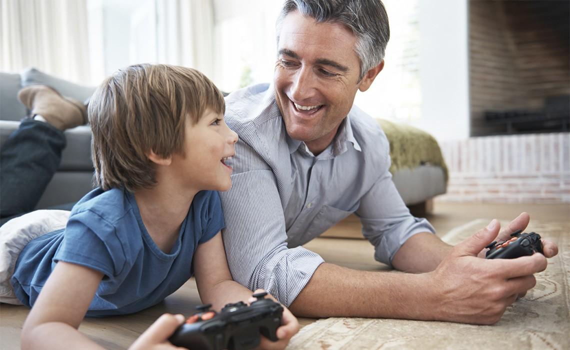 Возрастной папа и сын